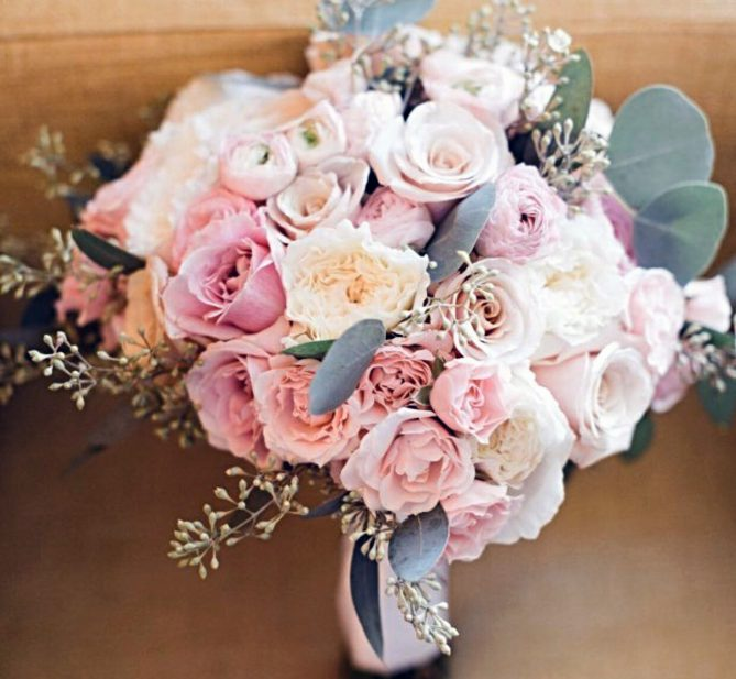 Bouquet of roses in varying shades of soft pink