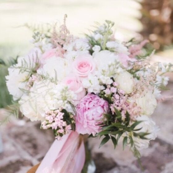 White bouquet with hints of baby pink flowers
