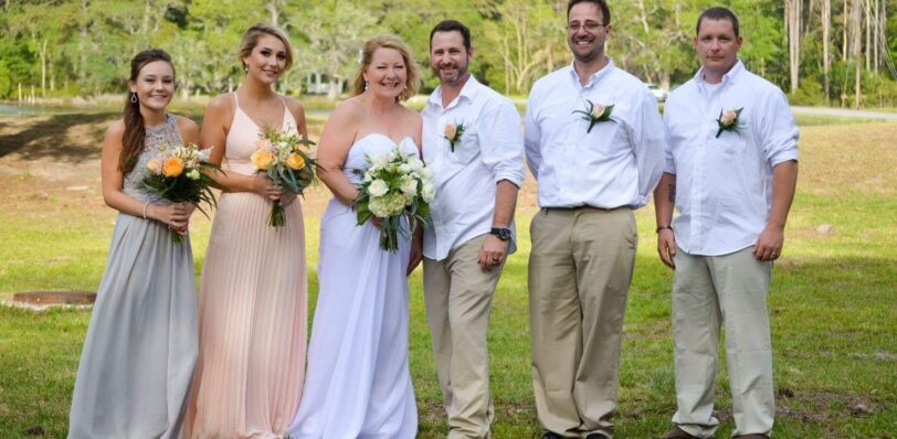 A bridal party with bouquets and boutonnieres